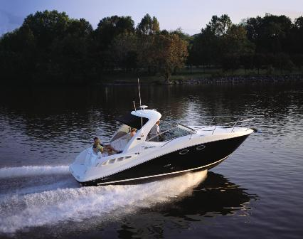 Sea Ray offers the 305 in three versions; with a windscreen, and arch and a ...