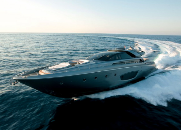 ... love sporty lines which in no way affect the yacht's style, the new Riva ...