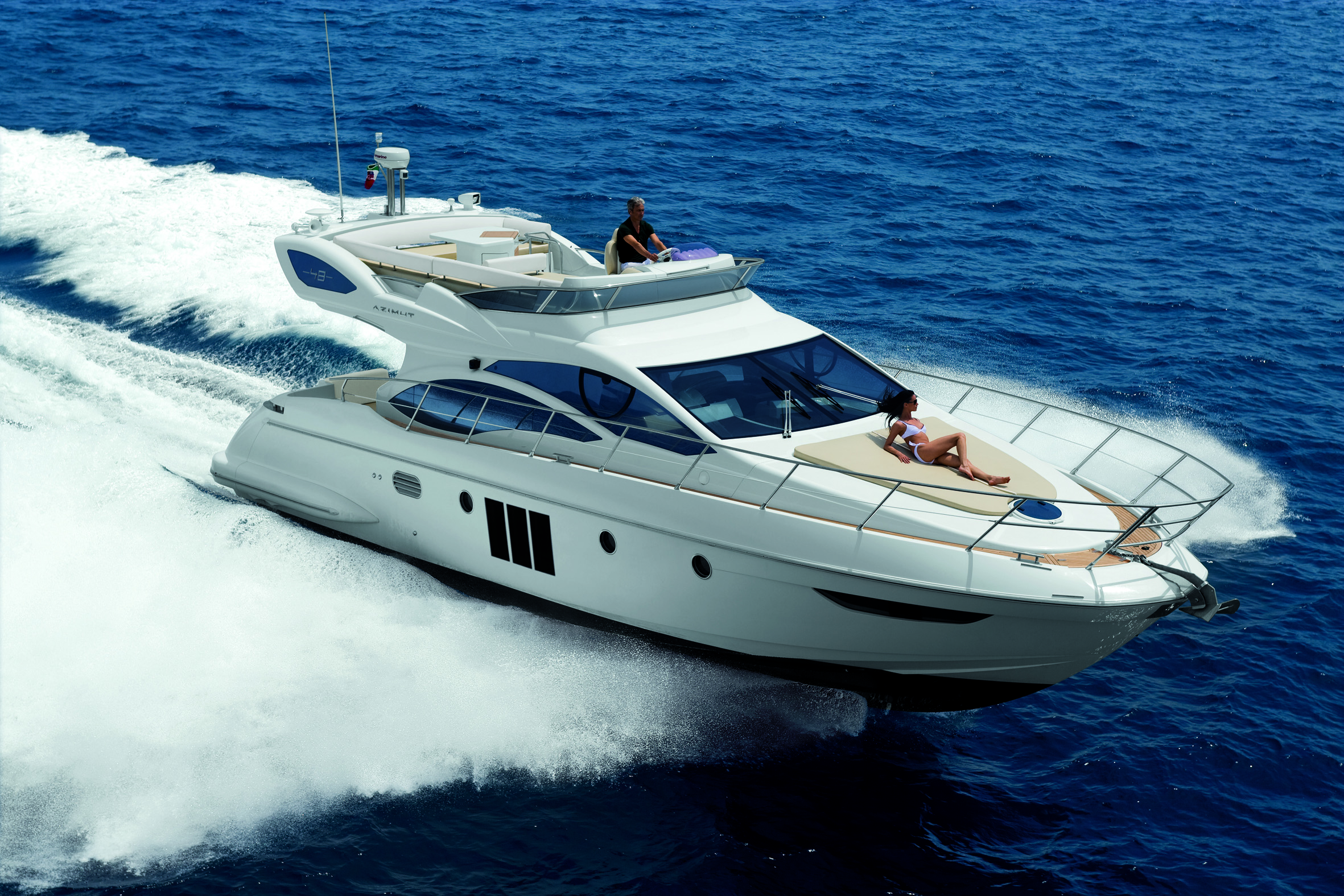 http://worldsportsboats.files.wordpress.com/2010/11/azimut_48_running_2.jpg