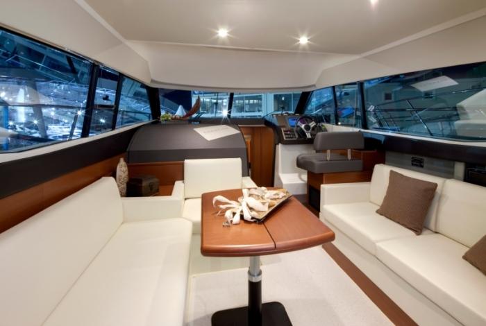 Prestige 350 Flybridge