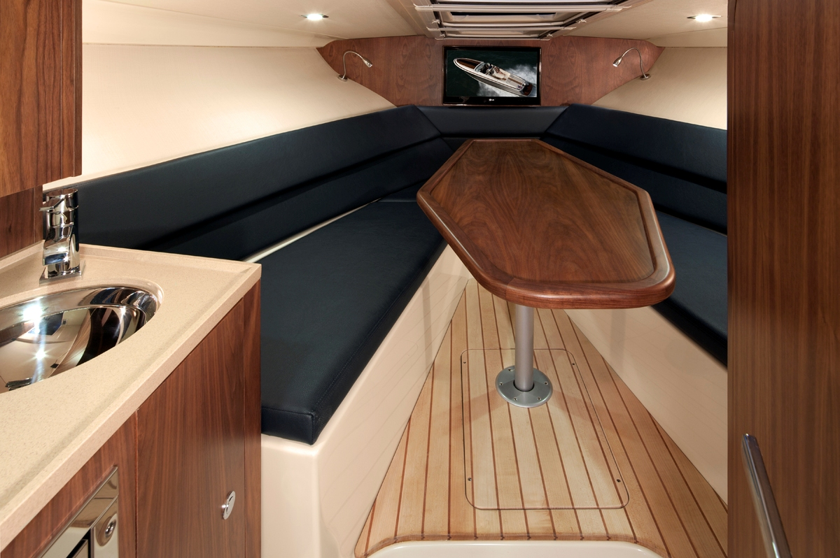 Crashing Through The Waves In The New Chris Craft 32