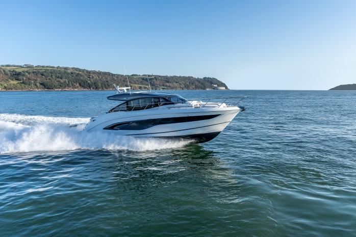 Princess Yachts V-Class 55 running