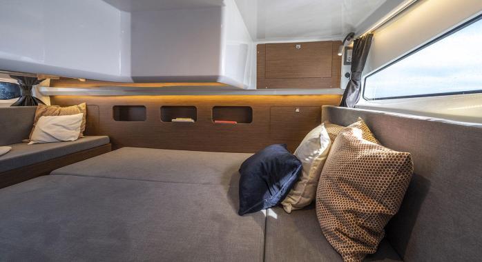 Beneteau Antares 11 Aft cabin