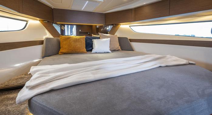 Beneteau Antares 11 master cabin