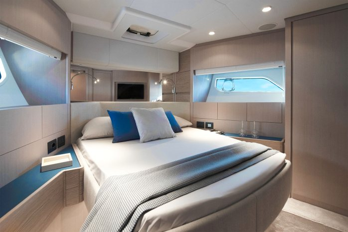 Ferretti 500 VIP bedroom