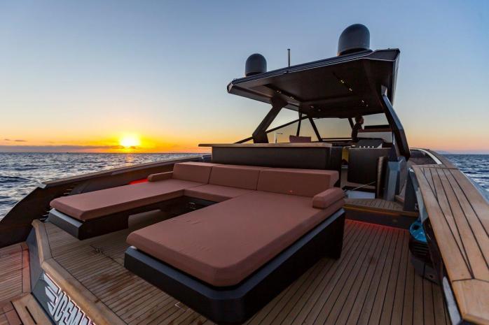 Evo Yachts R6 External