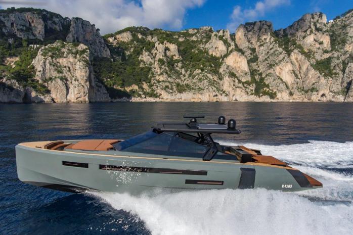 Evo Yachts R6 running