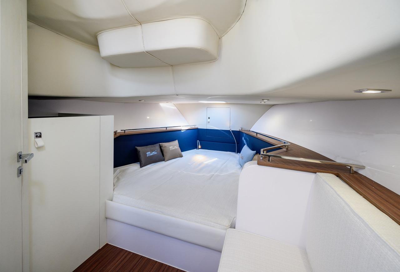 Gozzi Mimì Libeccio 9.5 Walkaround interior